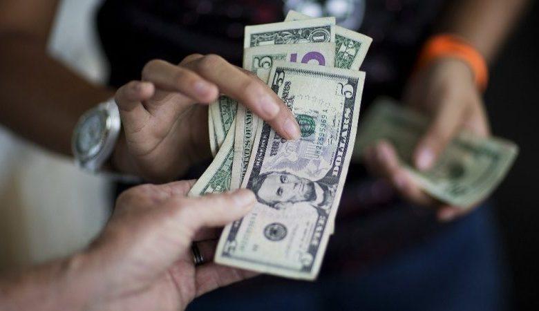 Comercios de La Guaira alegan nunca tener cambio para billetes hasta de 5 dólares